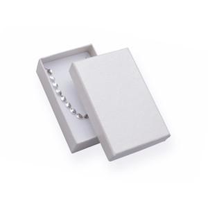 Jednoduchá bílá krabička bez mašličky