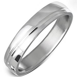 Ocelový prsten s linkou vedenou šikmo