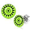 Ocelové náušnice - trojúhelníky poskládané do třech kruhů na zeleném podkladu
